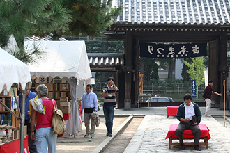 Kyoto Used Book Fair at Chion-ji Temple – Autumn
