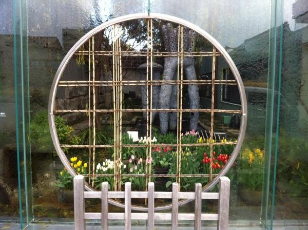 izutsu-samegai-bldg-garden-tulips-blooming-1